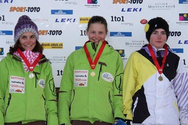 2011_Podest_Maedchen_JO1_Slalom1big